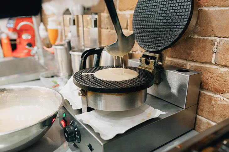 how to choose a waffle maker